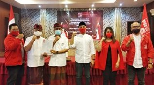 Plt Ketua Umum PSI Giring Ganesha Serahkan Rekomendasi ke Jaya Wibawa