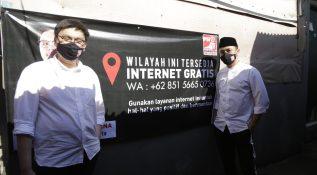 Plt Ketua Umum PSI Giring Ganesha Meninjau Fasilitas Wi-Fi Gratis di Kapuk, Jakarta Barat