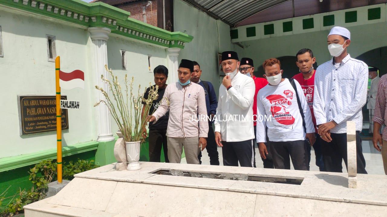Ziarah ke Makam KH Abdul Wahab Chasbullah Jombang Jadi Wujud Cinta Sejarah dari Giring Ganesha