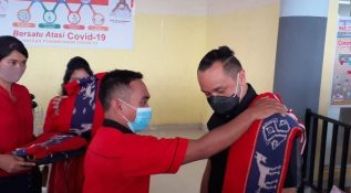 Giring Ganesha Getarkan Panggung Kampanye Animo di Prai Ijing, Sumba Barat