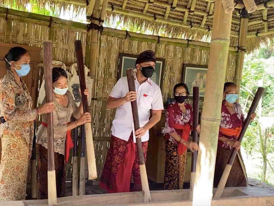 """Selamatkan Bali dengan """"Quarantine in Paradise"""""""